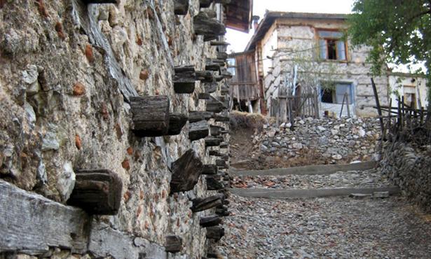 Mimarlık – Kültür – Çevre İlişkileri Bağlamında Akseki – İbradı Havzası'nın Düğmeli Evleri