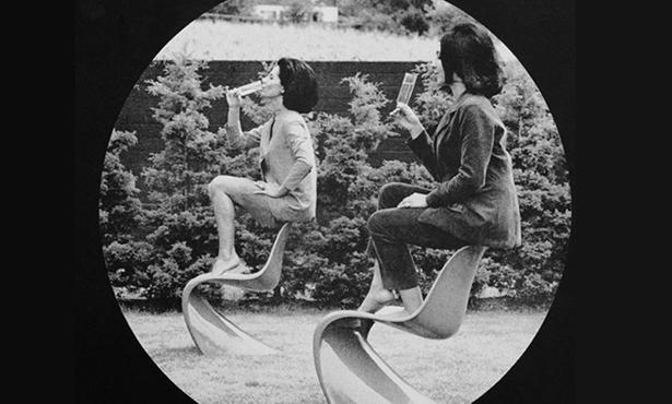 """Mobilya Tarihi Hakkında """"Bilmeseniz de Olur""""luk Hikayeler: Panton Chair"""