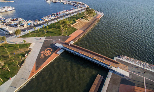 Bostanlı Yaya Köprüsü ve Gün Batımı Terası