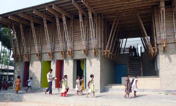 Bangladeş'te El Yapımı Okul