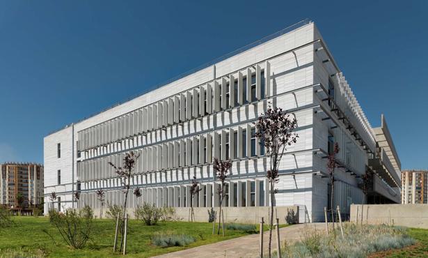 Açık Avlunun Etrafında Şekillenen Diyarbakır Yenişehir Belediye Binası