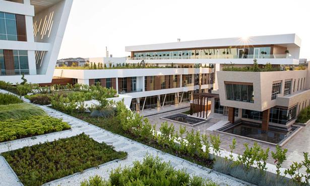Gebze'de Fabrika ve Yönetim Kompleksi