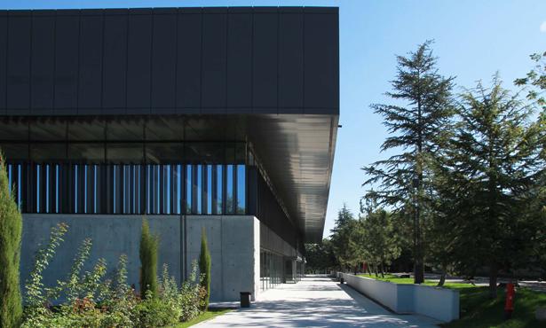 Çelik ve Betonun Kurduğu Yapı Estetiği