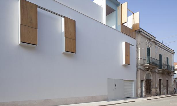 Konutta İç ve Dış Arasındaki İlişkiyi Sorgulatan Bir Ev projesi: Cs Evi