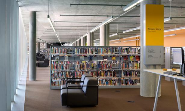 Peyzajıyla Bütünleşen Bir Kütüphane