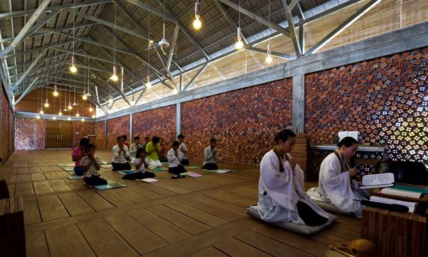 Kamboçya'da Bir Budist Tapınağı