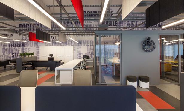Payguru Ofis İçin Dinamik ve Renkli Mekanlar