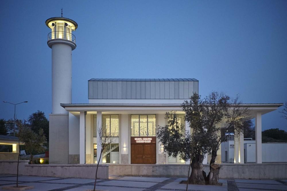 Alaçatı Süreyya ve Muzaffer Baskıcı Camii