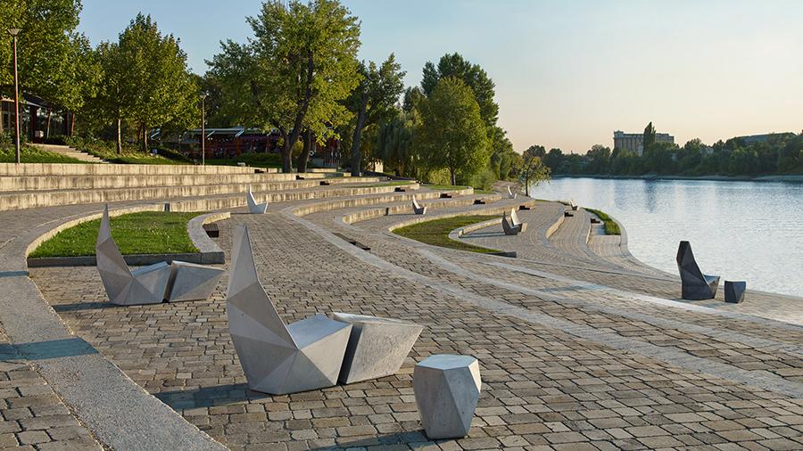 Tasarımın Prizmatik Güzelliğini Yansıtan Beton Oturma Grubu