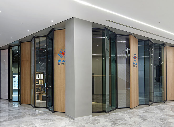 Demirden Design'dan Camdan İlhamla Tasarlanan Showroom
