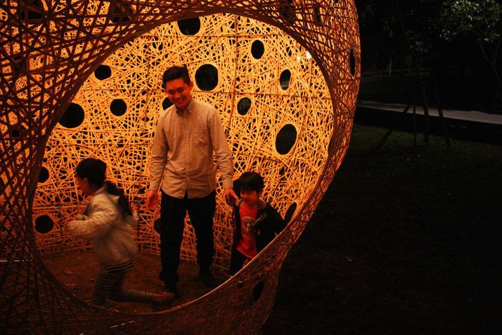 Topluluk ile Beraber Bambu Örmek