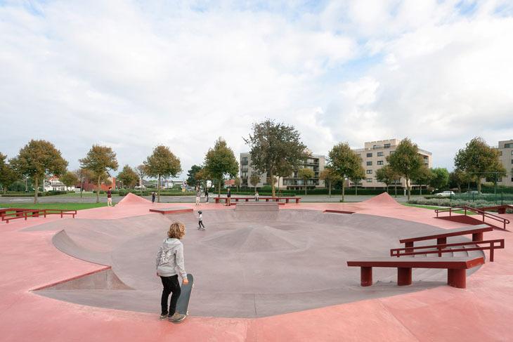 Kırmızı Kaykay Meydanı