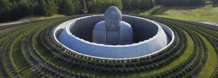 Buda Heykelini Vurgulayan Peyzaj Tasarımı