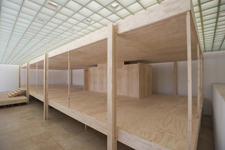 Mies'in Farnsworth Evi'nin Bire Bir Ölçekteki Replikası Yeniden Sergide