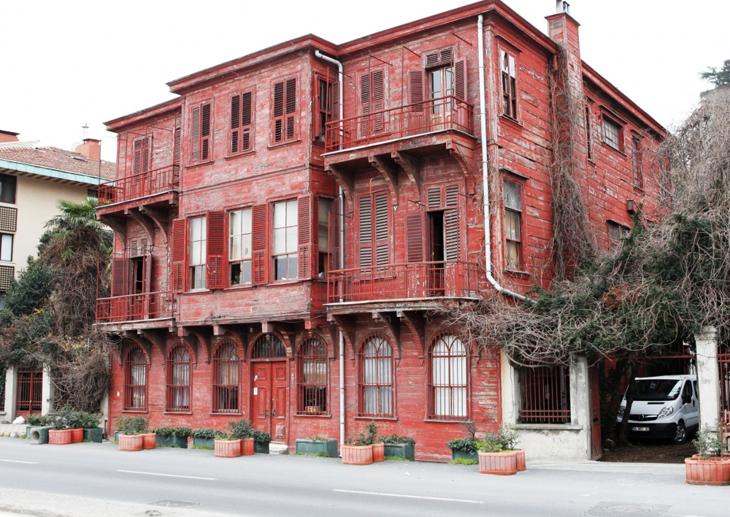 Arnavutköy'deki Tarihi Kırmızı Yalı Araştırma Merkezine Dönüştürülecek