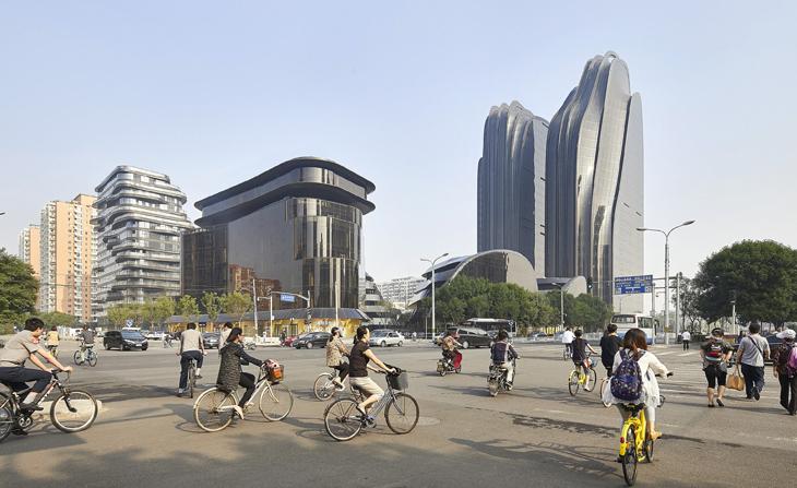 "Mürekkep Çizimini Anımsatan Yapı Kompleksi ""Chaoyang Park Plaza"""