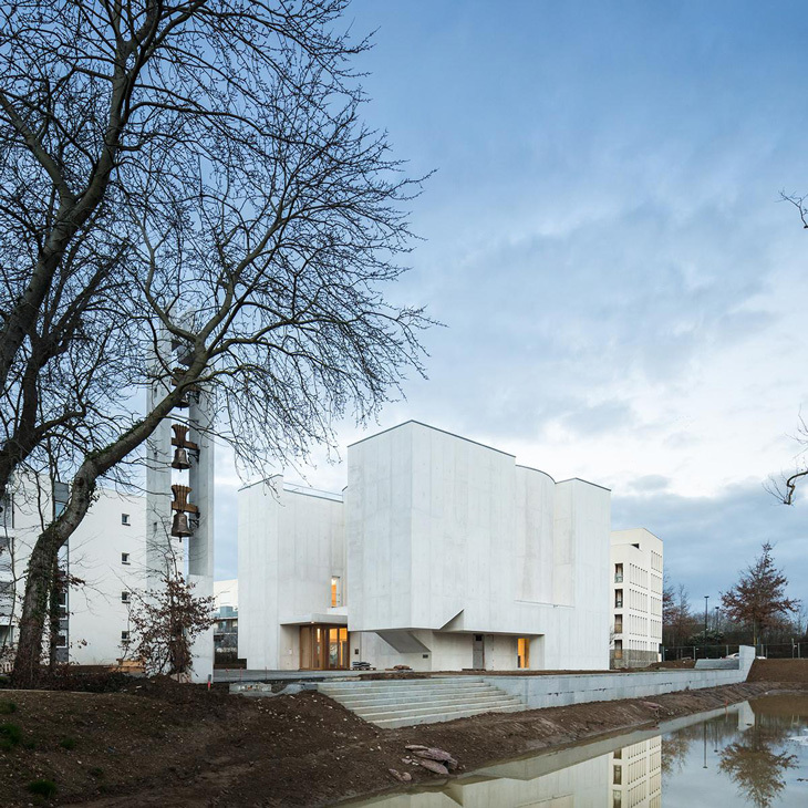 Álvaro Siza'dan Beyaz Beton Kilise