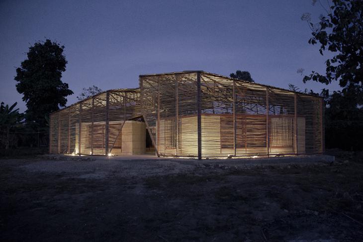 Bambu Kabuk İçinde Saklı Okul