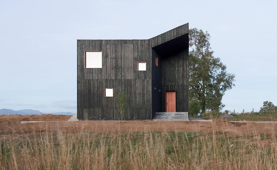 Şili'de Yanardağ Manzaralı Bir Ev