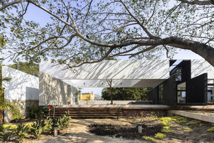 80 Yıllık Ağacı Merkezine Alan Konut Tasarımı