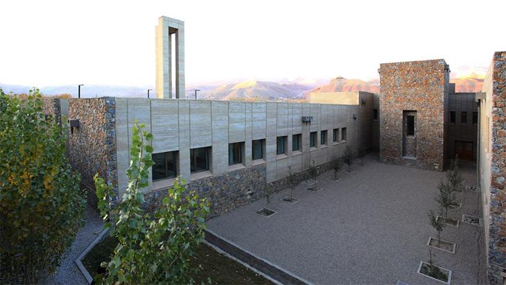 Bamyan'da Avlulardan Oluşan Bir Hastane