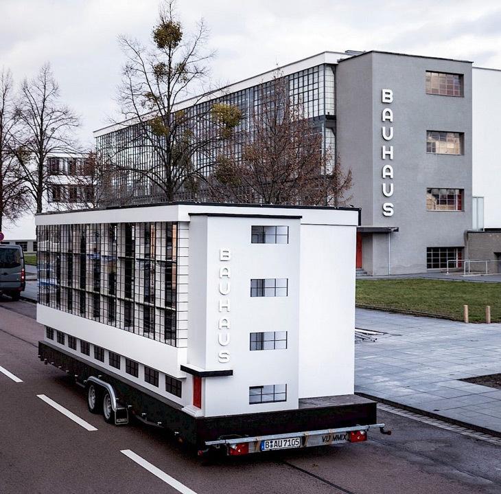 Hareketli Bauhaus Binası Seyahate Çıkıyor