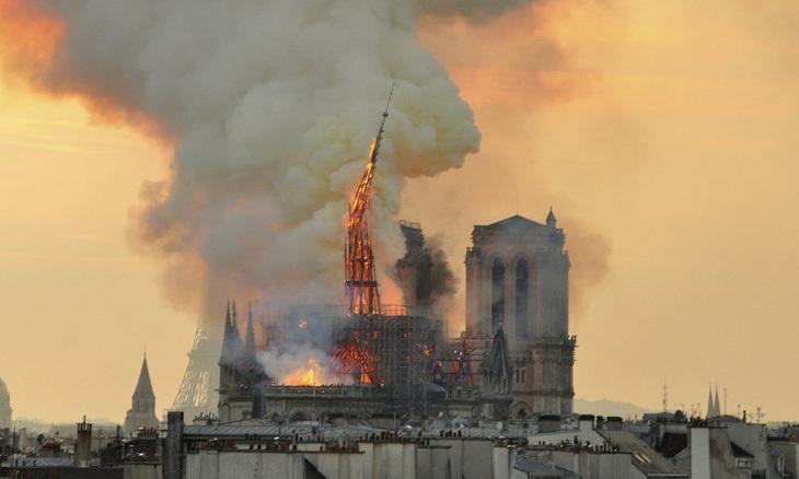 Notre Dame Katedrali'nin Yıkılan Kulesi İçin Uluslararası Yarışma Açılacak