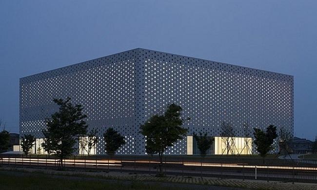 Japonya'nın Kanazawa Kütüphanesi 6.000 Tane Pencere ile Aydınlatılıyor