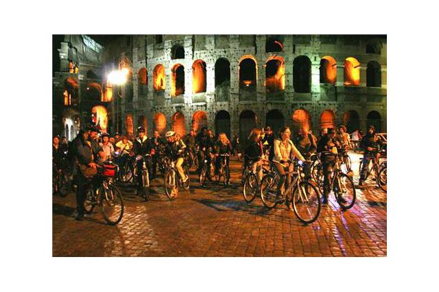 İstanbul'da Gece Yarısı Bisiklet Turu!