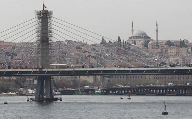 Haliç'teki Asma Köprü