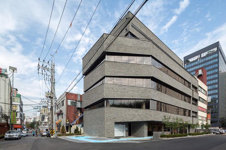 Seul'den Bir Ofis Yapısı: Thumbs Up Building