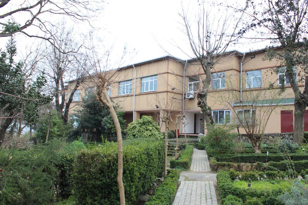 İÜ Fen Fakültesi Biyoloji Bölümü Botanik Anabilim Dalı Binası