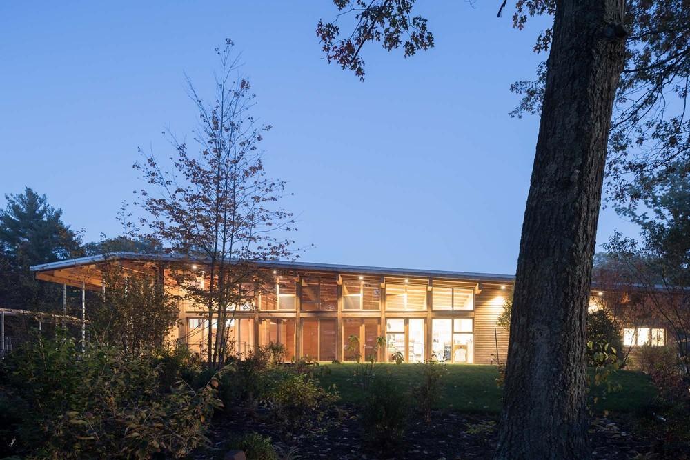 Walden Gölü Ziyaretçi Merkezi