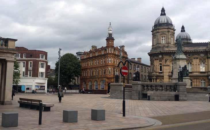 Kabuğunu Kırmaya Çalışan Hasret Yüklü Liman Kenti: Hull