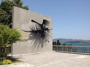 Kuşlar Heykeli Boğaz'a Karşı