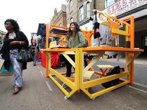 Londra Pazarında Latin Amerika Kültürünü Yaşatan Stant Tasarımları