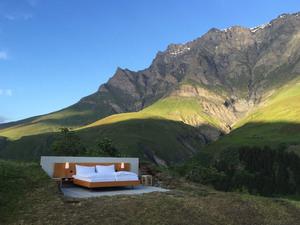 İsviçre Alpleri'nde Açık Hava Oteli