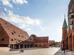 Tarihi Manastıra Dev Çatı