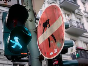 Trafik İşaretlerine Hayat Veren Adam: Clet Abraham