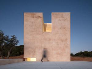 Manzaralı Yamaçtaki Alvaro Siza İmzalı Şapel