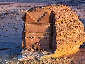 Jean Nouvel, Suudi Arabistan'daki Al-Ula Kayalarının Arasında Bir Tesis Tasarlayacak