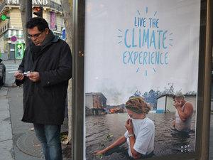 """Brandalism, Paris'teki Reklam Panolarını """"İnce İnce Giydirdi"""""""
