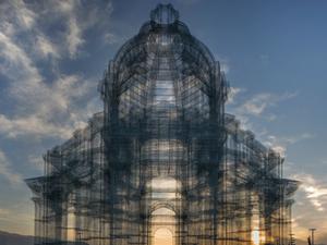 Edoardo Tresoldi'nin Tel Örgü Katedralleri Coachella'da...