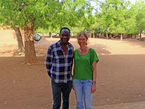 """""""Kéré, Afrika'daki Bilginin Batı'daki Bilgi Kadar Önemli Olduğunun Altını Çizmiştir"""""""